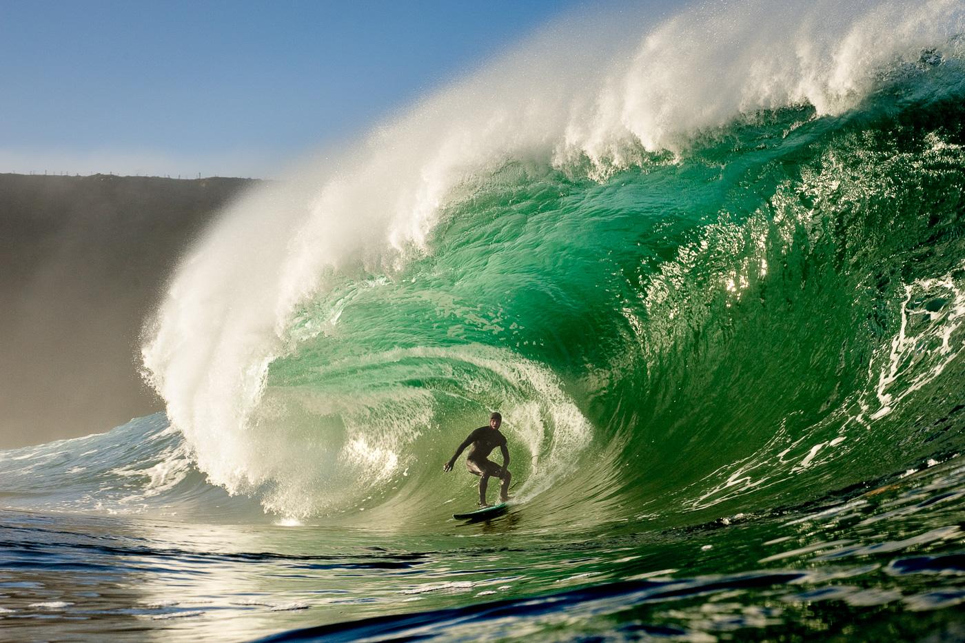 tom_lowe_surfing_rileys